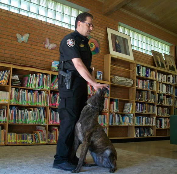 summer reading police officer and his K-9
